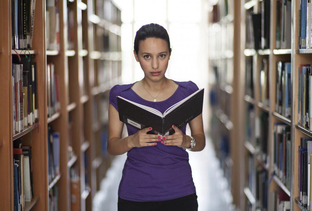 tanuló lány